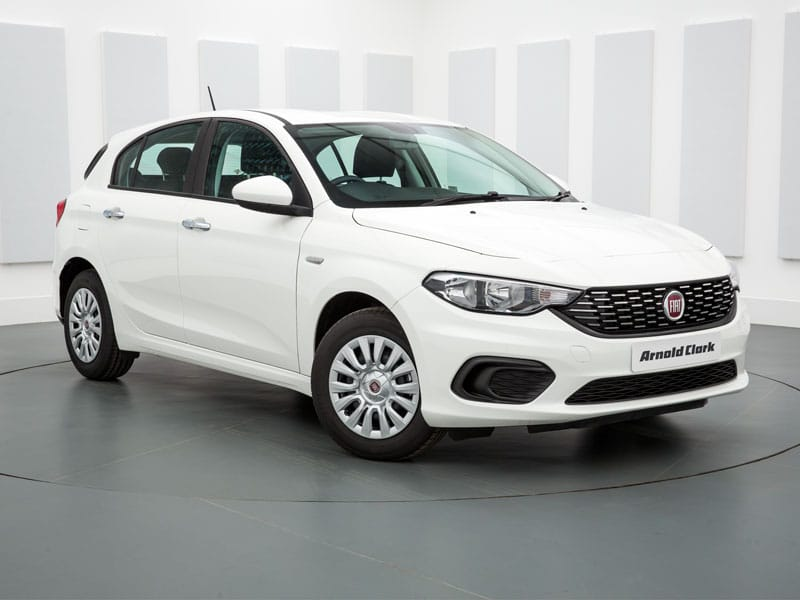 """Fiat Tipo  </br> <span style=""""color:#B61816"""">60 CHF avec 150kms inclus</span>"""
